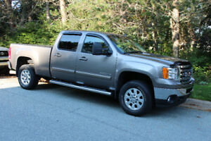 2013 GMC Sierra 2500 SLT Pickup Truck (Near Mint !!)