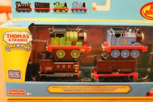 Thomas the Train and other engines-3 magnetic-new in box