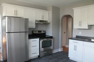 3 bd flat-newly renovated,washer/dryer,hdwd/tile flrs,heat incl.