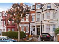 2 bedroom flat in Lyncroft Gardens, West Hampstead