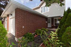 Stunning 2 storey 3 bedroom townhome in Hunt Club Park