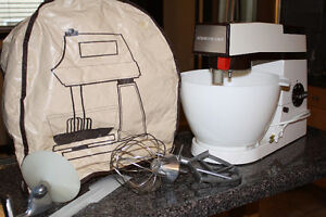 Kenwood Chef Mixer- Just in time for Xmas baking!