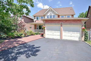 7 bedroom detached house walk to Iroquois Ridge High School