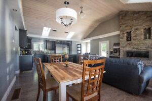 Waterfront home 35 minutes from Kanata. 5 bedroom year round.