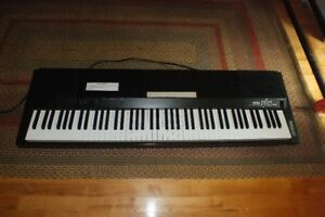 Piano électronique Yamaha PF85