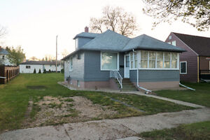 Located close to downtown Yorkton sits this great starter home