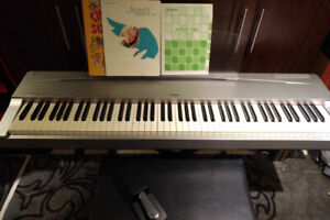 88-key Yamaha P70 piano keyboard
