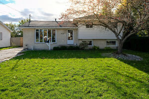 GREAT LASALLE HOME LOCATED ON A LARGE LOT ACROSS FROM A PARK~ Windsor Region Ontario image 1