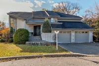 Immense maison à étages avec garage double à Laval
