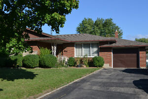 3 bedroom brick bungalow in north end St. Catharines
