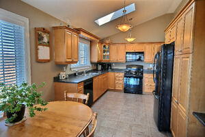 WELL- APPOINTED HOME IN DESIRABLE BROCKVILLE LOCATION Kingston Kingston Area image 2