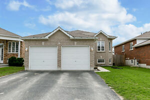 Absolutely gorgeous home in sought after neighbourhood in Angus!