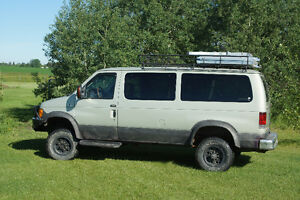 2004 Ford E-350 Chateau SUV, Crossover