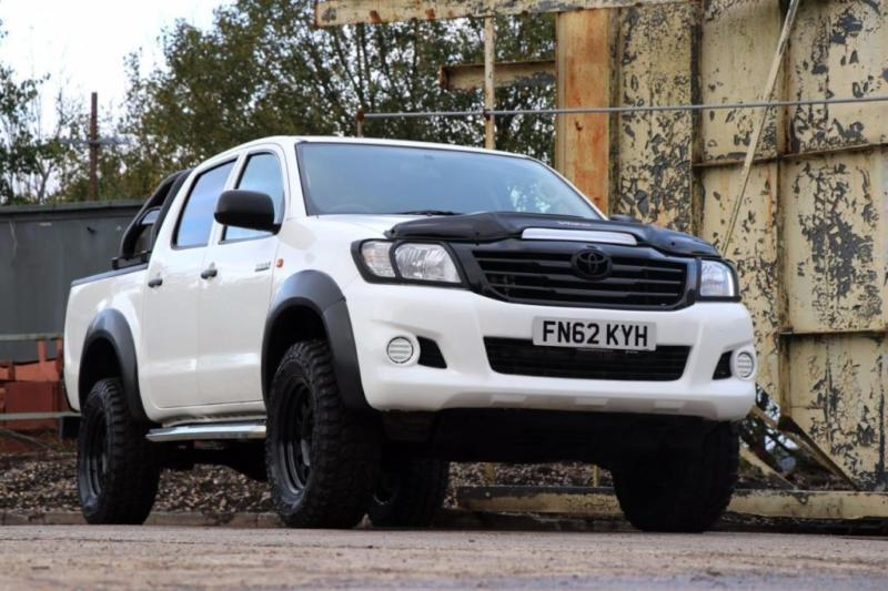 2013 Toyota Hilux Seeker Hilux edition DCab Pick Up 2.5 D 4D 4WD Air con 4 do...