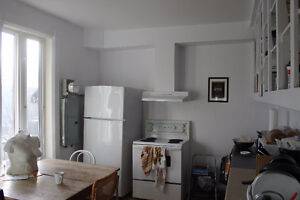 Double Room Montreal apartment for rent, 3 min walk from metro