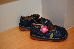"""Mini Pas"" Squeaking Shoes - Size 4"