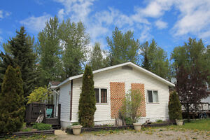 Spacious and Bright! 4 bed home in Fernie BC Won't Last