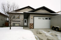 Beautiful Family Home in Strathmore!