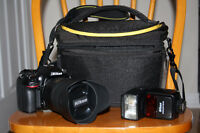 Like New Nikon D7100 DSLR + NIKKOR 18-300mm Lens + Nikon SB-700