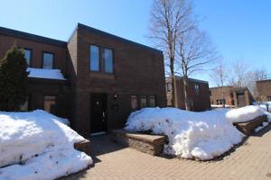 Maison de ville en copropriété à vendre Anjou 319 000$ 2 garages