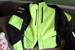 TWO HIGH VISIBILITY TEXTILE REFLECTIVE MC JACKETS