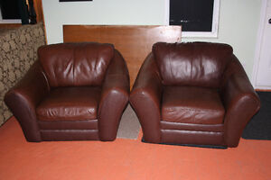 Geraldton: Leather couch and arm chairs