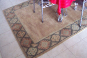 "5"" by 8"" rug, in excellent condition,"