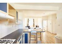 3 bedroom flat in Gloucester Terrace, London, W26