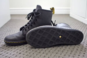 Dr Martens Shoreditch Greasy Black Leather Mid Boots
