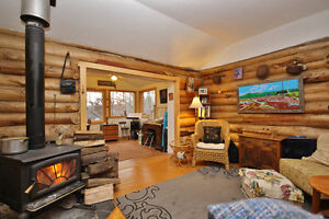 SMRT- Unique and cozy home with separate Sleeping Cabin