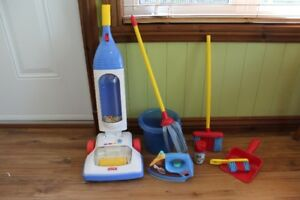 Ensemble de ménage incluant aspirateur Fisher Price