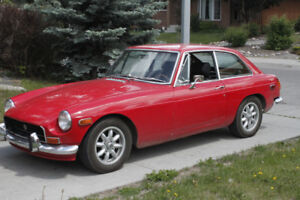 CLASSIC CAR - Red 1972 MGB