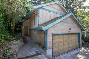 2 Minute Walk to Long Lake - Updated West Coast Home