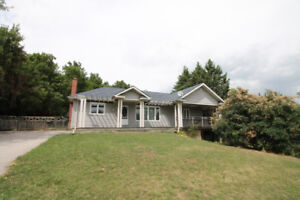 Charming Bungalow in Dundas!!!
