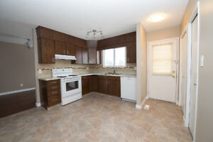 s/m/L PETS? >Extra Tall DOUBLE GARAGE< Fenced! HUGE Home.ENSUITE