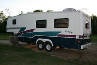 1996  5th Wheel 31.5 foot holiday trailer for sale