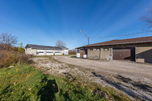 Approx. 5 acres, 2 homes, 2 shops in Beautiful Amherstburg! Windsor Region Ontario image 8