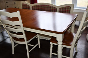 Table,chaises, buffet, banquette canadel