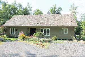 Bungalow, 1/2km from Quebec border. New low price. Negociable