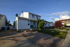 !!**OPEN HOUSE SAT 1-4PM 245 BIRD CRES WITH SUITE AND A YARD**!!