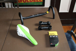 NEW Fizik R3 Carbon saddle Bontrager bars Stem GUIDON VELO tape