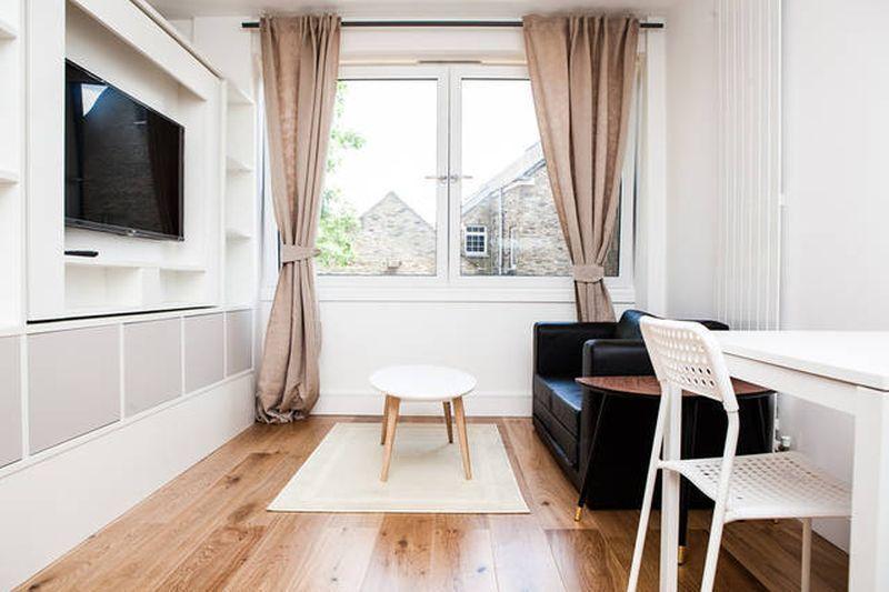 Studio flat in Riverdale House, Lewisham, SE13