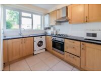 3 bedroom flat in Brands House Lincoln Mews , Brondesbury, NW6