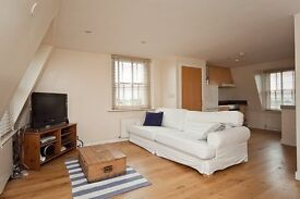 STUNNING 3 DOUBLE SPLIT LEVEL APARTMENT WITH TERRACE MOMENTS FROM CAMDEN ROAD FOR BUS ROUTES TO UCL