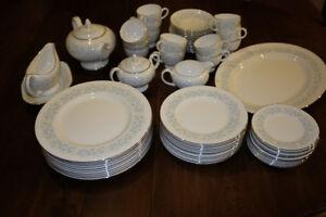 Wedgwood Wyndham fine china (68 pieces)