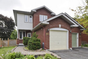 Townhouse in kanata Lake for rent
