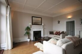 STUNNING ONE BED FLAT WITH LARGE BALCONY OVERLOOKING QUEENS TENNIS CLUB! CLOSE TO TUBE! MODERN