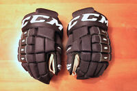 CCM 4-Roll gloves
