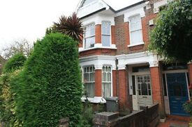 2 rooms available in amazing 6 beds house 15mins from Notting Hill