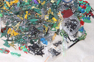 LARGE LOT TOY SOLDIERS - HUNDREDS MOSTLY MILITARY THEME Kitchener / Waterloo Kitchener Area image 4